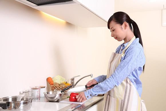 料理のレシピが増えた女性