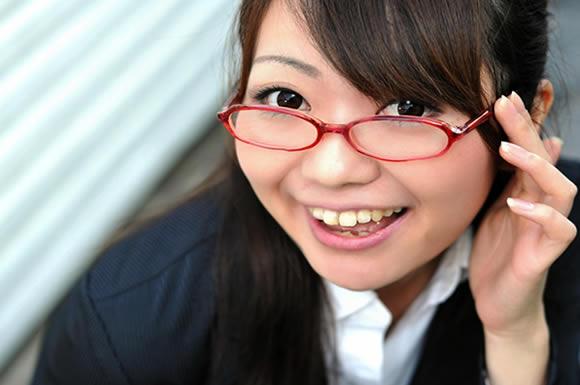 眼鏡のキャリアウーマン